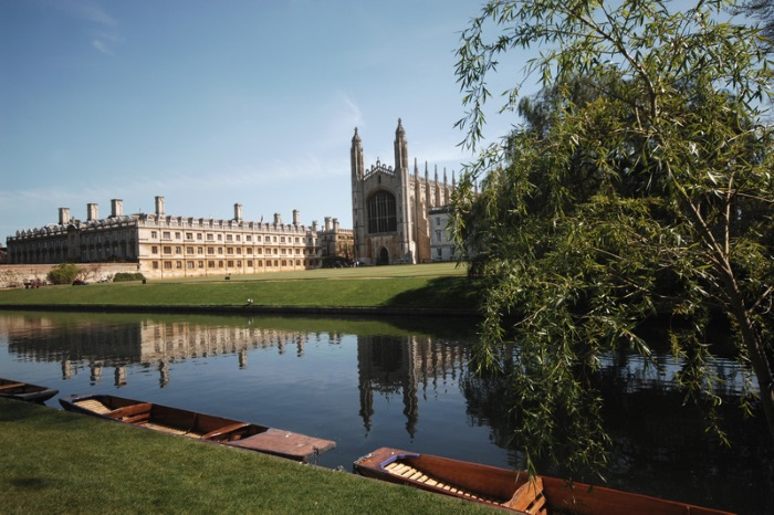 River Cam, The Backs waterway at King's College,. Chapel and historic Gothic tourist attraction at the University of Cambridge. Britain 100.